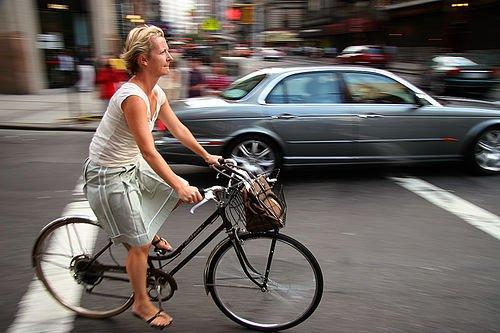 Мужчины-велосипедисты