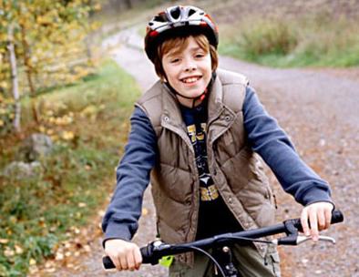 Мальчуган на велосипеде - счастье!